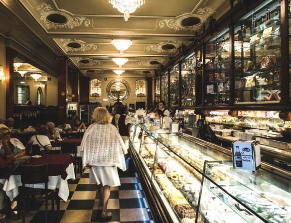 Португальская кофейня Pastelaria Versailles.